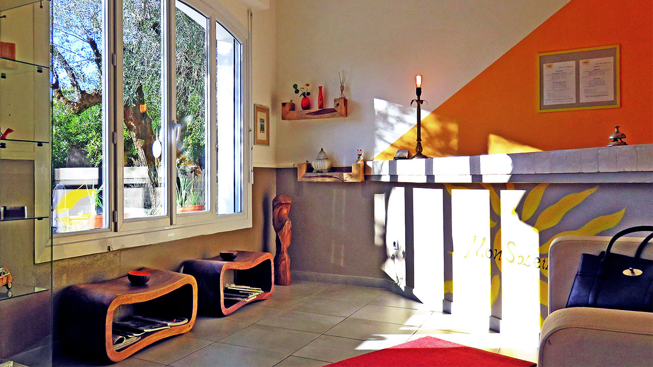 hotel-mon-soleil-reception