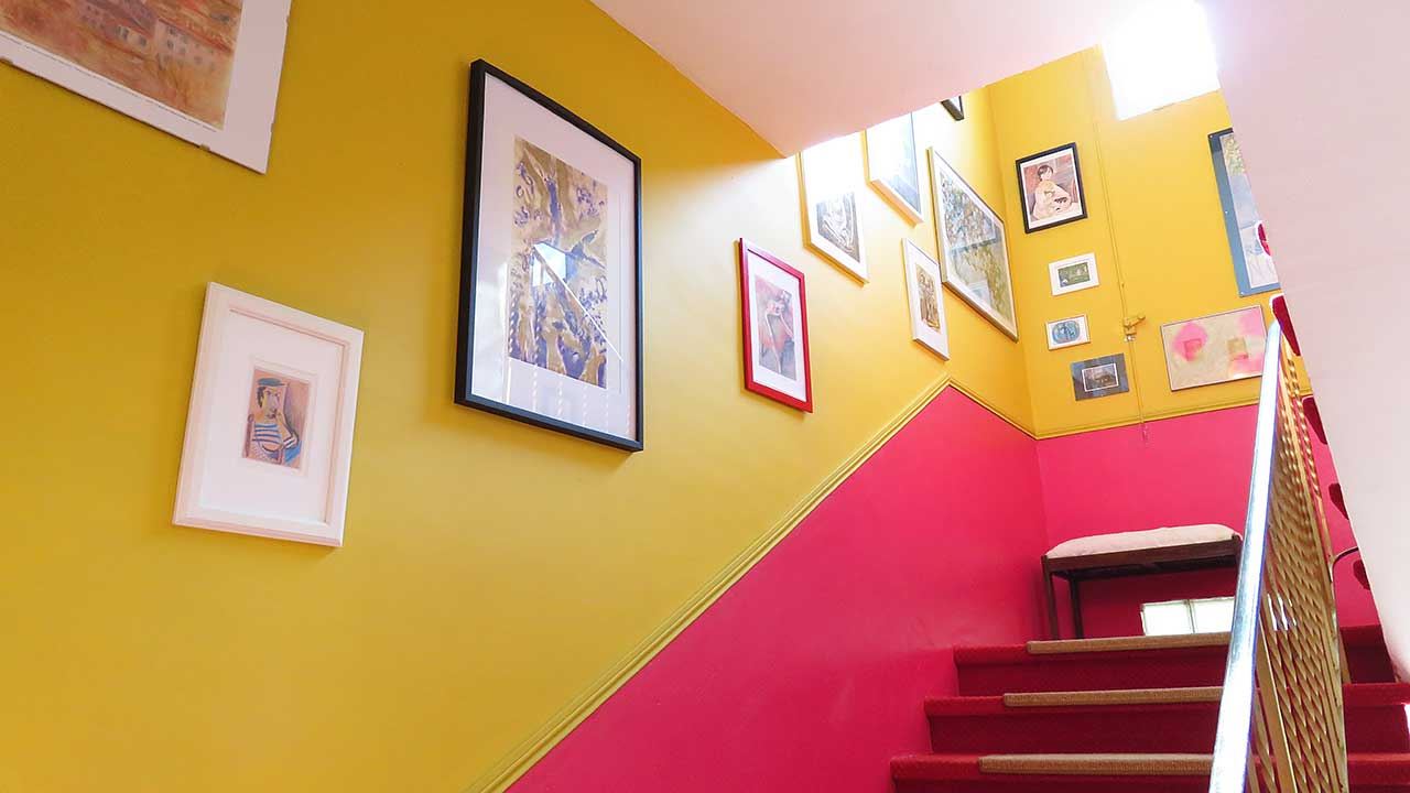 hotels-staircase-with-art