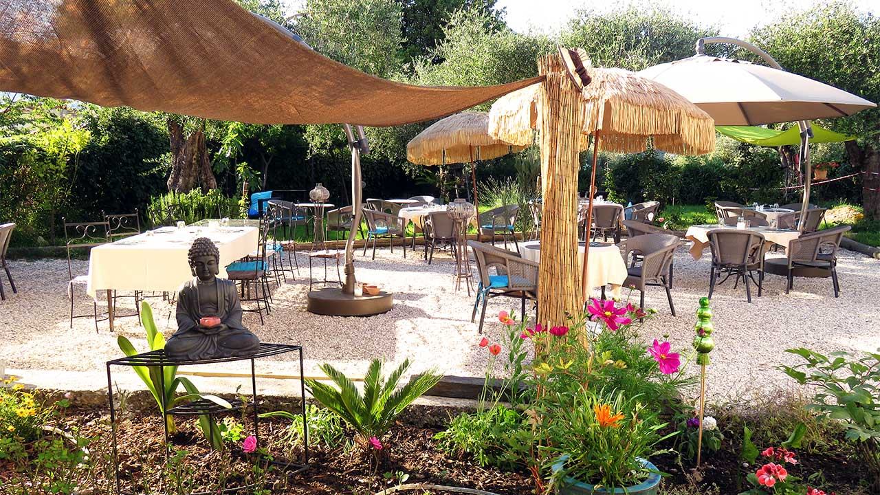 our-restaurants-garden-terrace